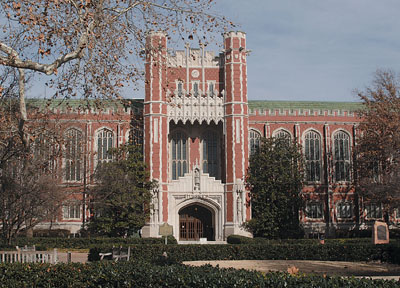 Entrance view of the North Oval on Norman Campus